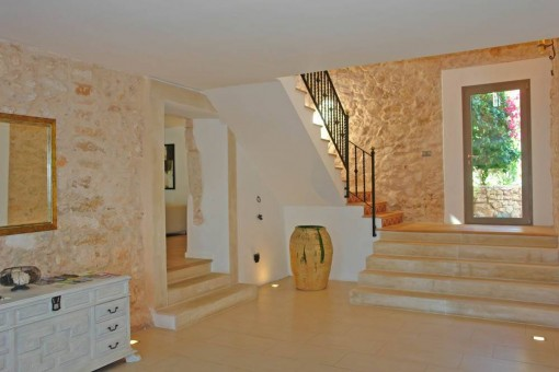 Entrance hall with natural stone wall