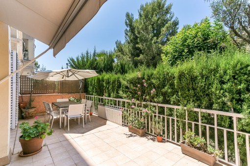 Beautiful, modern ground floor apartment with private terrace in Bonanova