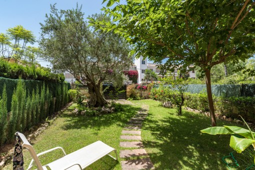 A cosy garden 3 bedroom apartment near the Santa Ponsa Club Nautico