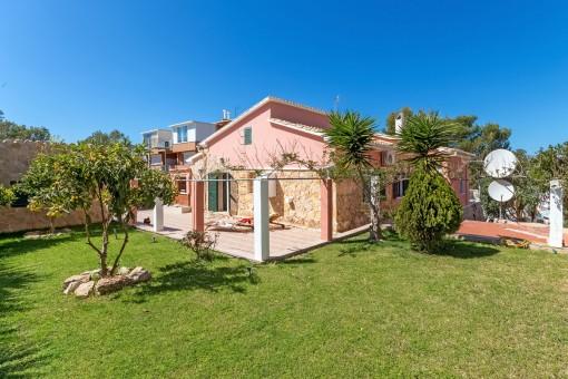 A 4-bedroom villa with sea views over the bay of Santa Ponsa