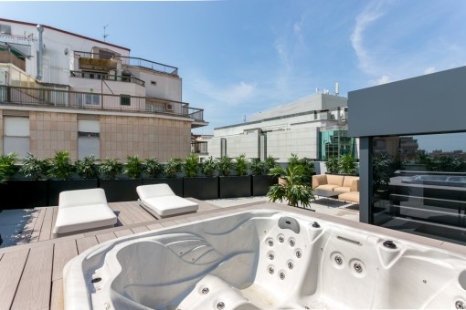 100 sqm roof terrace with own jacuzzi