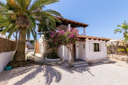 Mallorcan villa in Cala Llombards in a quiet area close to the sea