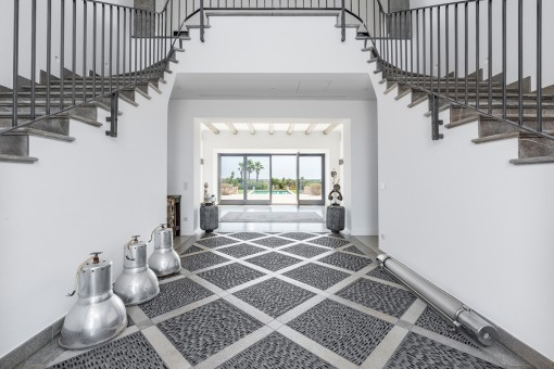 Impressive entrance hall with double-staircase