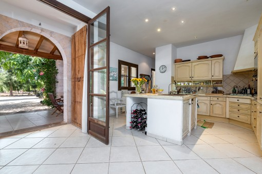 Views of the fully equipped kitchen