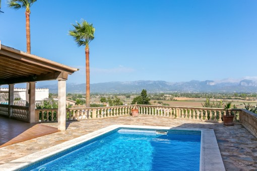 Stone-built villa in Santa Eugenia with pool surrounded by panoramic views of the Tramuntana