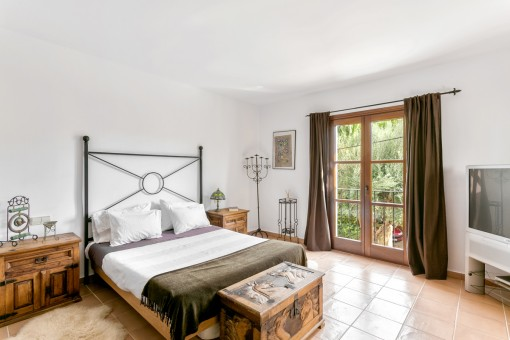 Double-bedroom with french balcony