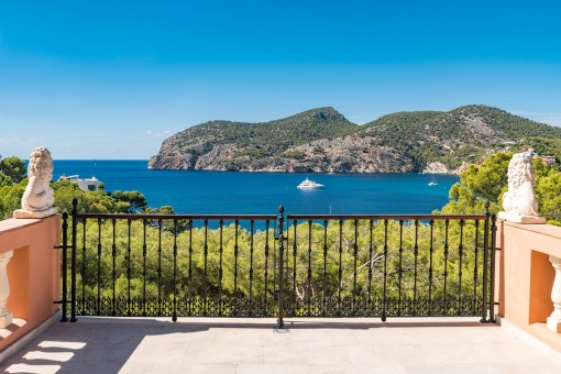 Unique villa with sea views and exquisite facilities in Camp de Mar