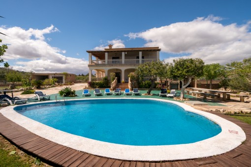 Beautiful finca situated in a quiet residential area in the gently rolling hills near to San Lorenzo