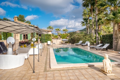 Marvellous pool area with chill-out lounge