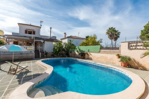 Idyllic detached house with sea views centrally located at Playa de Palma