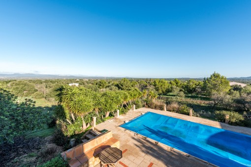 Spacious finca with oil-fired central heating and beautiful countryside views in Campos requiring renovation