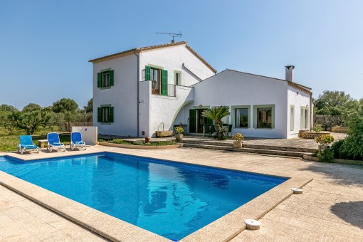 Comfortable country house with pool and sweeping views in Campos