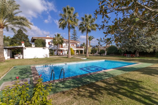 Mycket stor villa med pool och tennisbana i Bunyola