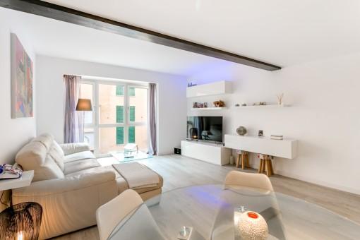 Wonderful, bright living area