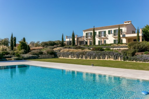 Exceptional finca with extensive oasis...