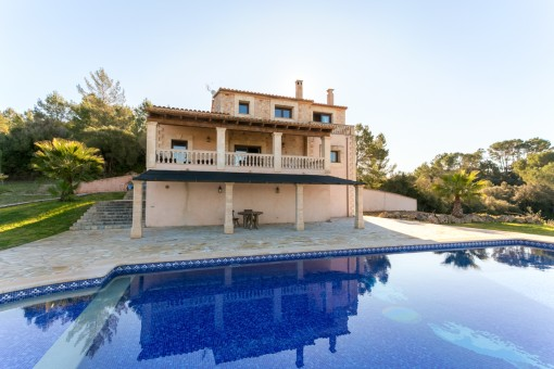 High-quality, quiet finca with breathtaking panoramic views and renting licence near Llubi