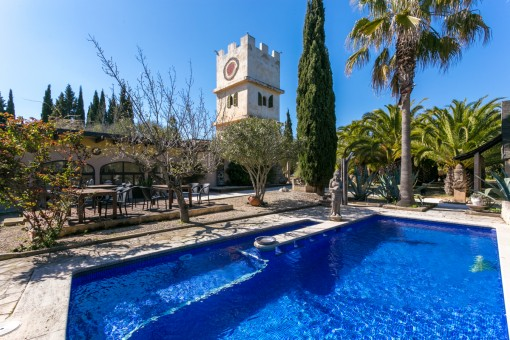 Former ayurveda finca-property with guest houses, pool and fantastic sweeping views near to Montuiri