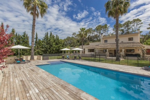 High quality finca with pool, double-garage and outbuildings near Llubi