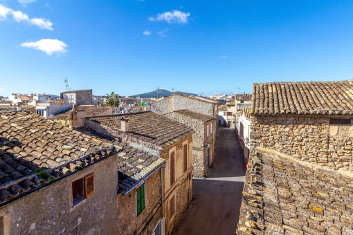 Two connected village houses with lots of potential in the heart of Arta
