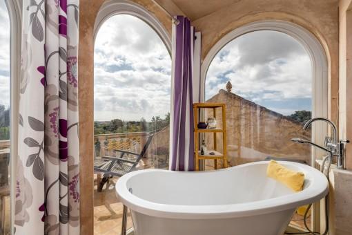 Bathtub with panoramic views