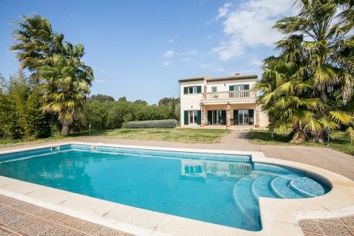 Ljus finca med utsikt, pool, centralvärme och bra byggkvalitet nära Sencelles