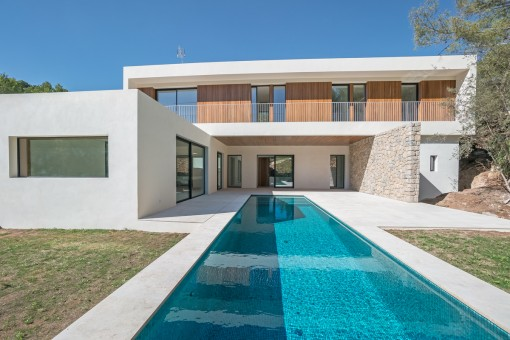 State-of-the-art designer villa with...