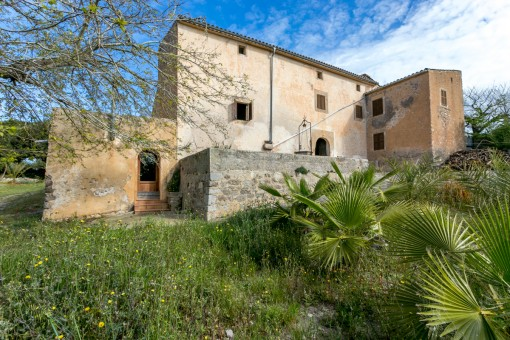 Traditional historical manor house near to Arta