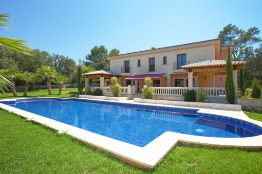 Fantastic property with pool area