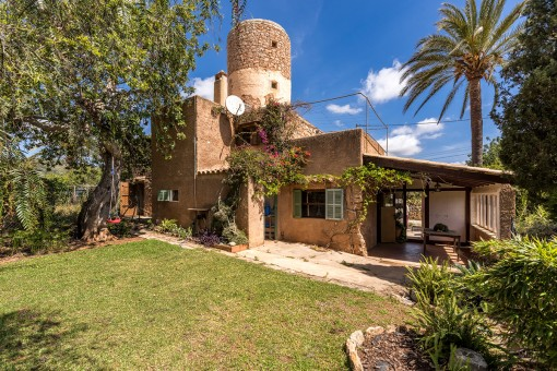 Charming, authentic mill with 2 living units and sea views in S'Horta