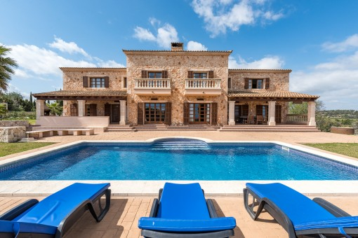 Natural-stone finca with sea views and...