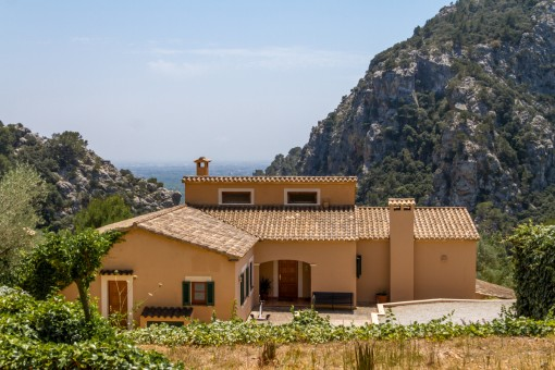 Fantastic villa with panoramic views and guest house in Valldemossa