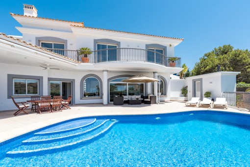 Sea-view villa with a beautiful orientation in Santa Ponsa