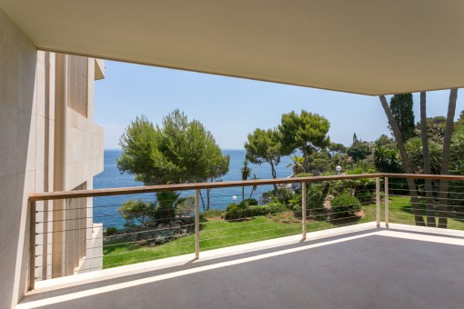 Wonderful, newly-renovated sea view-apartment on the first sea line in Cala Vinyes