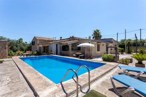 Comfortable stone finca in a green area with a large pool and guest apartment between Sencelles and Costitx