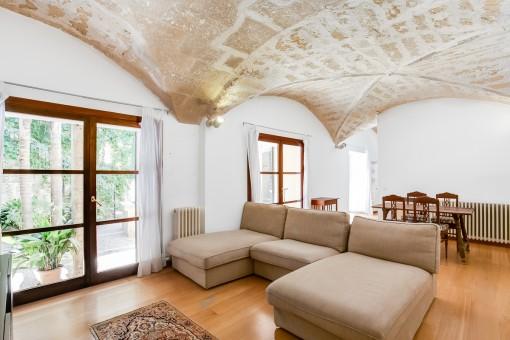 Wonderful, renovated ground-floor...