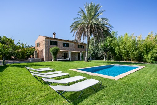Wonderful stone finca with renting licence for 8 persons and sweeping views, within walking distance of Binissalem