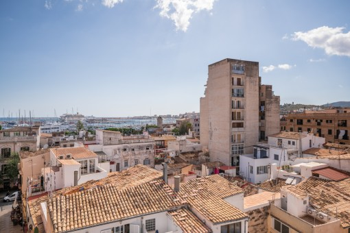 Penthouse with sensational views over the harbour and the rofs of Palma in the middle of Santa Catalina