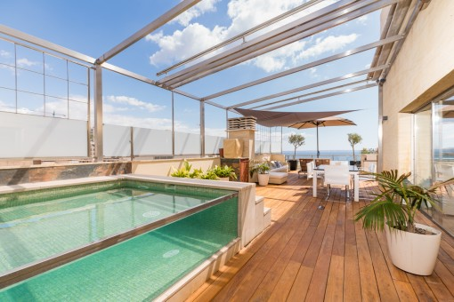 Rare opportunity - spectacular sea-view penthouse wih pool in a prime location on the beach in Cala Major