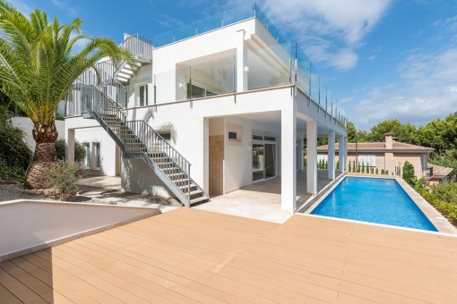 Completely renovated villa in an exclusive residential area in Nova Santa Ponsa with 360 degree panoramic views