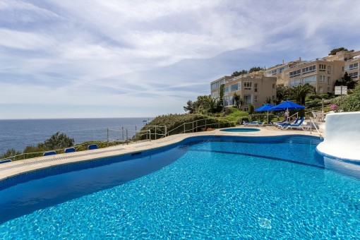 Seaview apartment in a quiet residential complex on the first sea line in Cala Vinyes