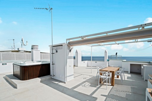 Freshly-renovated penthouse with wonderful sea views, a large roof terrace and jacuzzi in San Augustin