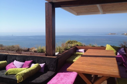 Spectacular architect's-penthouse with panoramic views directly above the beach of Cala Major