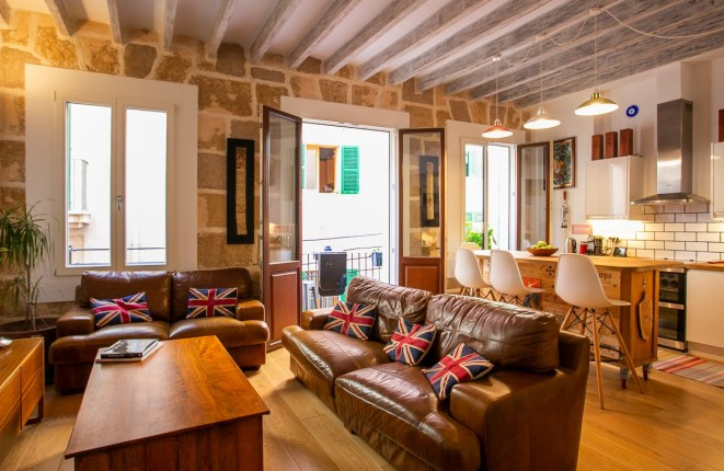 Wonderful, lovingly-renovated old-town apartment with a lovely roof terrace in Palma