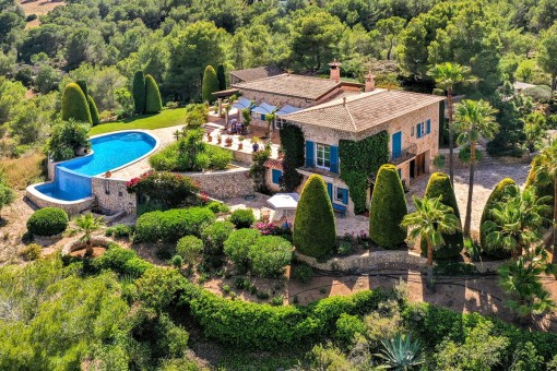 Unique and exclusive finca-property with spectacular unobstructable views of the sea and the golf course of Vall d'Or