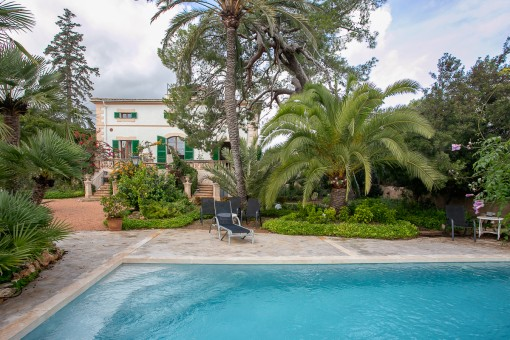 Grand villa with a wonderful garden, authentically renovated in its original style, in Palma/Son Rapinya