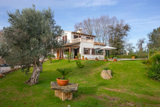 Beautiful finca, modernised a short time ago, with 4 bedrooms, pool and rental licence for 6 persons close to Arta
