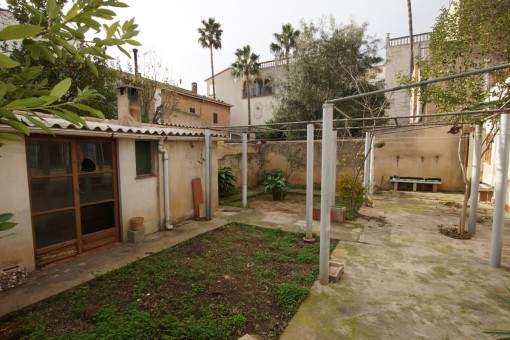 Centrally and quietly situated village house with a lovely garden in Santa Maria