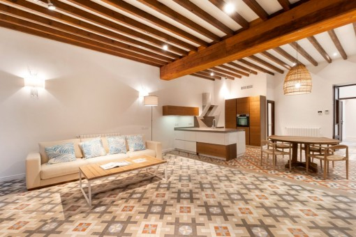 Very tastefully-renovated town-apartment in Palma