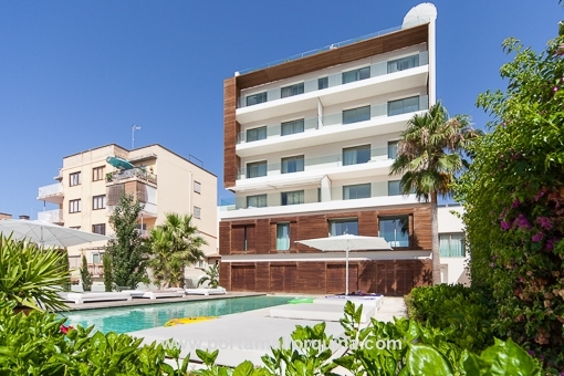Modern 3-bedroom apartment in Cala Major with parking space and communal pool