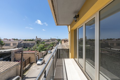 Modern town house with patio and roof terrace in a quiet side street of Santanyí